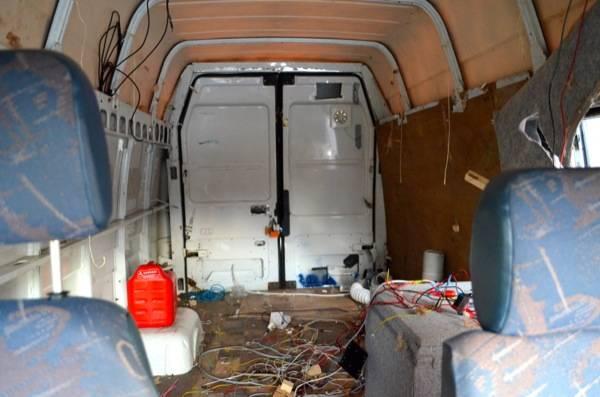 Szuper otthonná alakította a lepukkant furgont