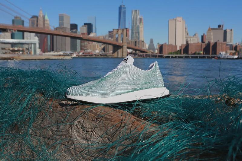 Az Adidas az óceán szemetéből és illegális halászhálókból készít cipőt