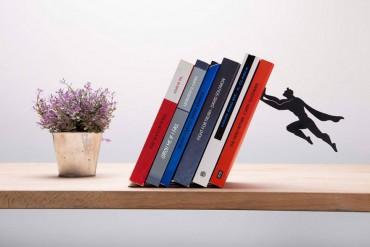 Szuperhős könyvtámaszok, melyek megmentik könyveidet az eldőléstől!