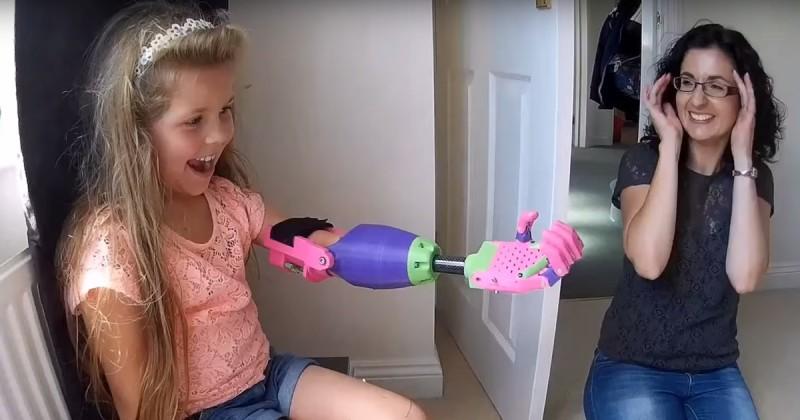 3D nyomtatóval készített robotkarral lepte meg a fél karú kislányt a tervező