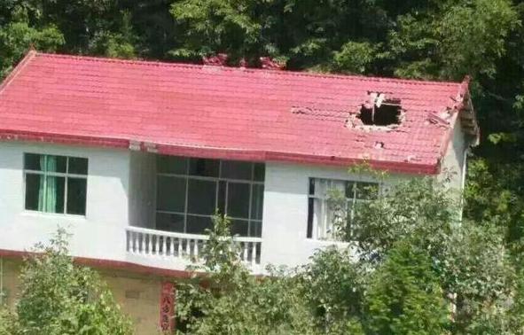 Nappaliba zuhant be egy rakéta hajtóműve