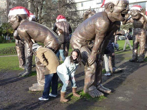 Újabb 22 ember, aki szeret szobrokkal mókázni