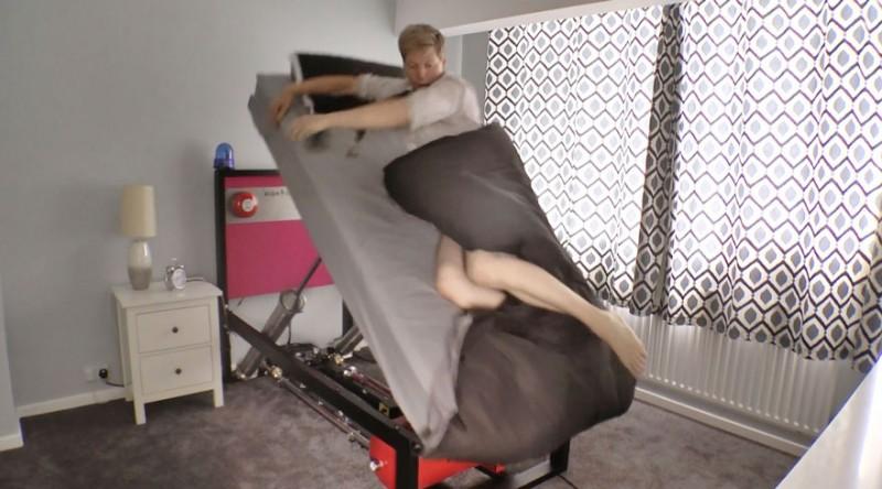 Íme a magas feszültségű katapult ágy azoknak, akik nem tudnak felkelni reggel