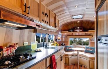 Egy 50 éves lepukkant lakókocsit luxus lakássá alakítottak