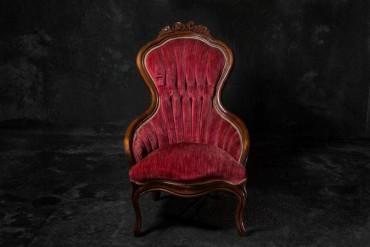 Ez a fotós elképzelte hogy néznének ki a székek, ha emberek lennének