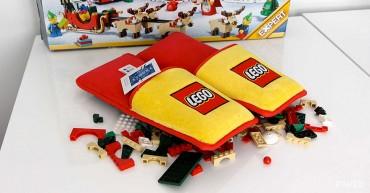 Anti-LEGO papucsokat készített a LEGO, hogy véget vessen a 66 éve tartó szörnyű kínoknak