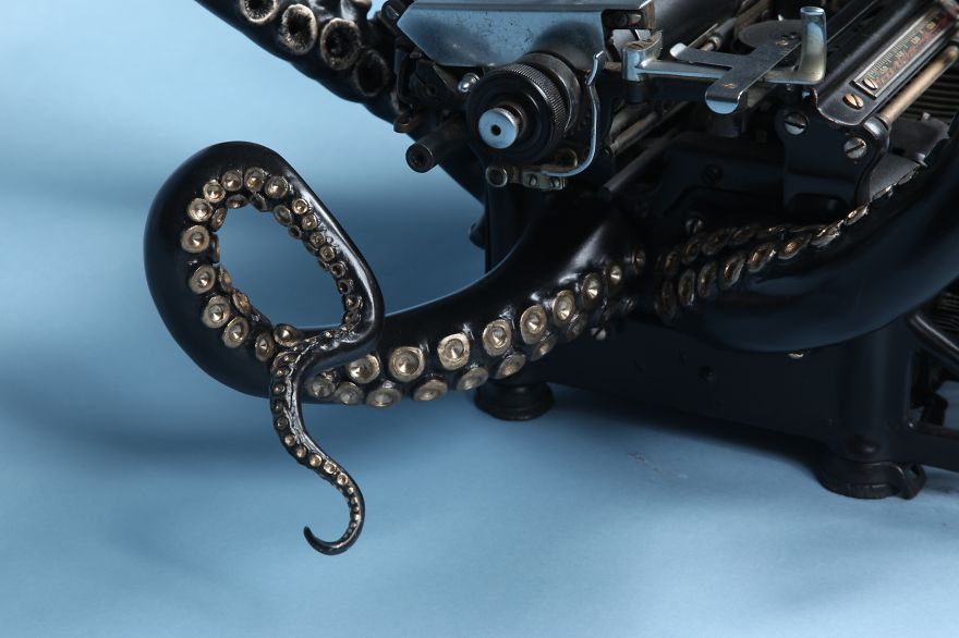 i-remade-my-old-typewriter-into-an-octopus-to-explore-higher-ideas-2__880