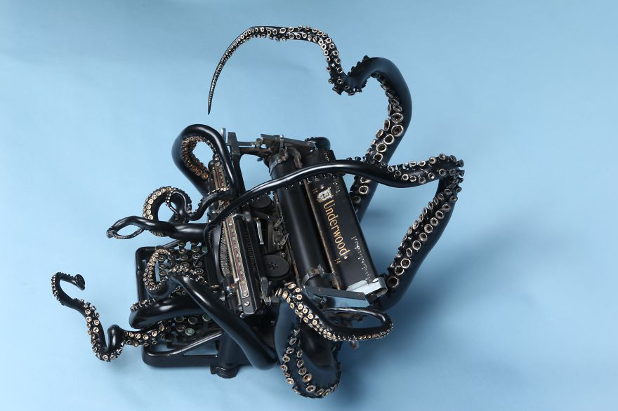 i-remade-my-old-typewriter-into-an-octopus-to-explore-higher-ideas-5__880