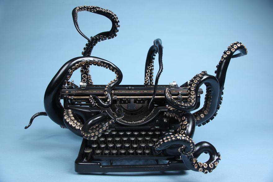 i-remade-my-old-typewriter-into-an-octopus-to-explore-higher-ideas__880