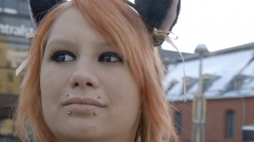 Macskának képzeli magát ez a 20 éves lány