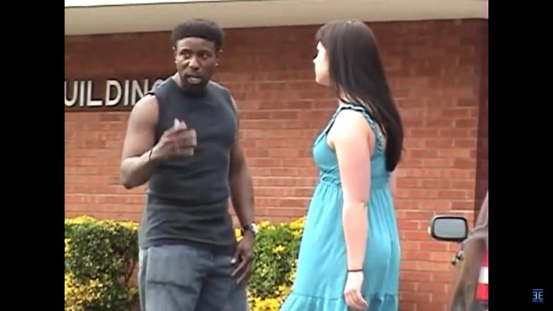 A srác meg akarta ütni a barátnőjét, de erre nem számított…
