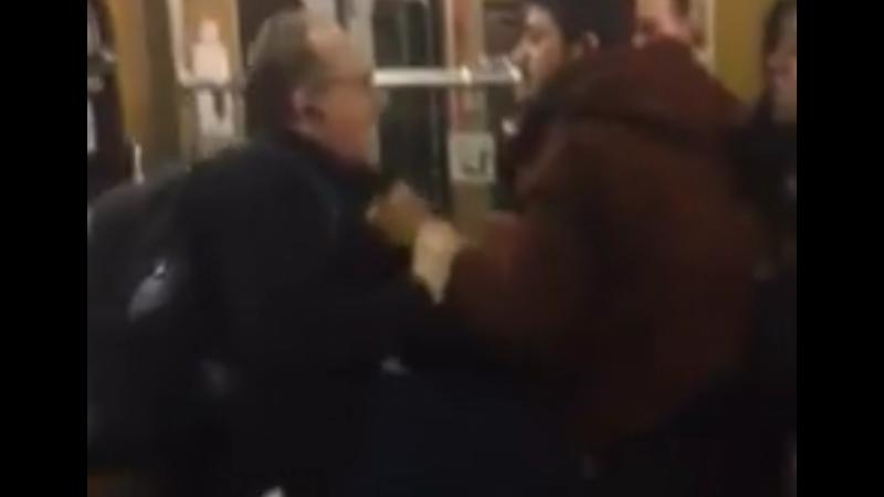 3 millióan látták a videót, amin menekültek zaklatnak idős németeket