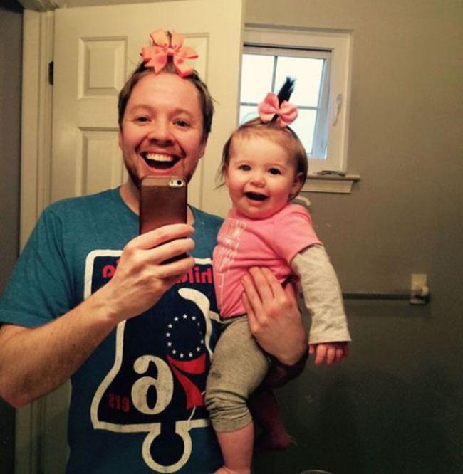 Ezek az apukák megmutatják, hogyan kellene minden apának nevelnie a kislányát! Nem mindennapi fotók következnek. :)