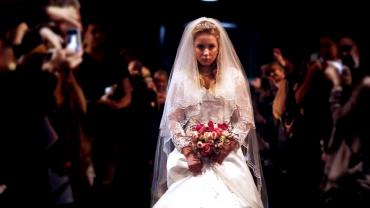 Esküvő: a lány 12, a vőlegény 37 éves. Sokan tiltakoztak a szertartás ellen, majd a lány olyat tett, amitől leesett az álluk!